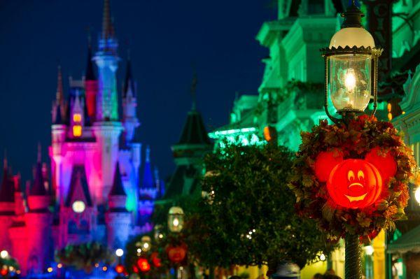 Fall Decorr Nighttime Wreath Disney's Magic Kingdom - Credit WDW