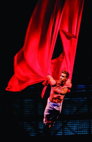 La Nouba Male Aerial Ballet - Resized