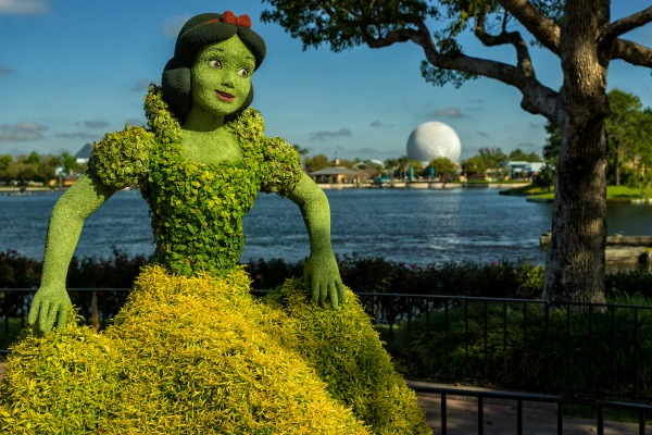 disney-epcot-flower-garde-snow-white-topiary-image-mclaren-family