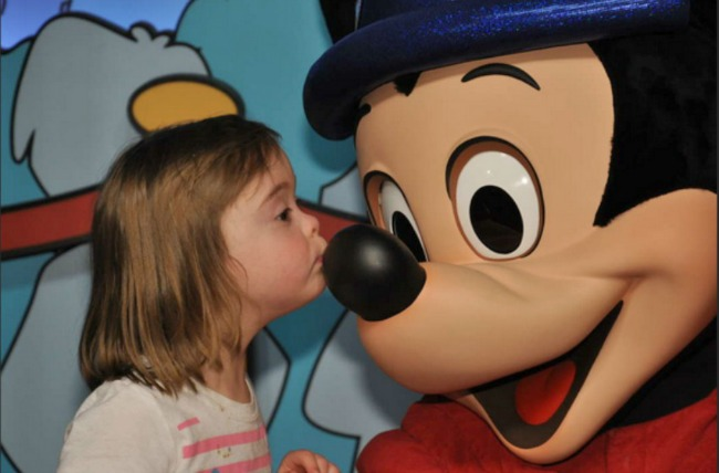 molly-and-mickey-kiss