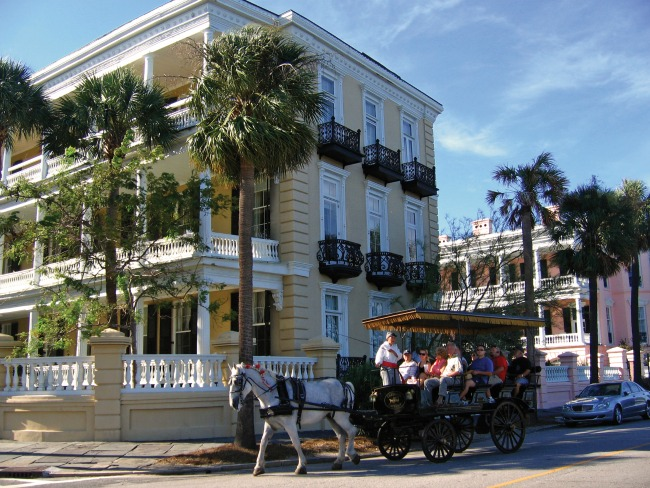 Charleston Carriage-Tour-East-Battery - credit Charleston Area CVB